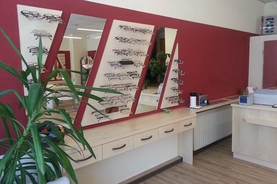 Optiker Koehler Brillenwand 2